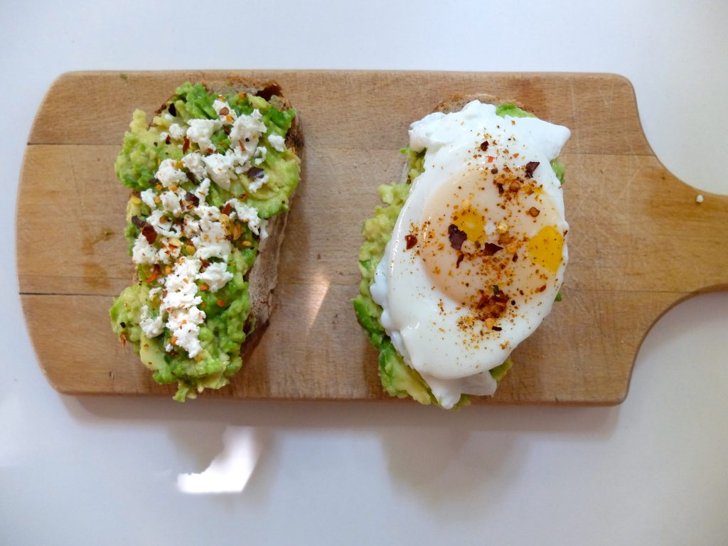 Avocado toast pentru mic dejun by Lili Sandu