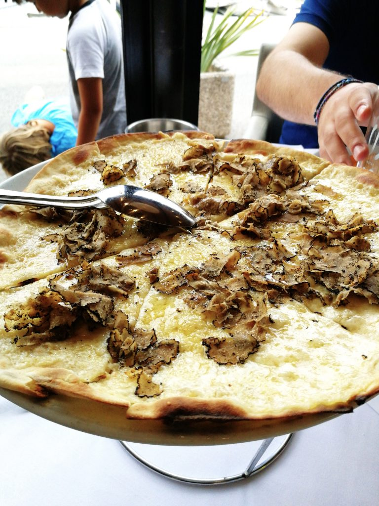Truffle Pizza / Travel with Lili Sandy