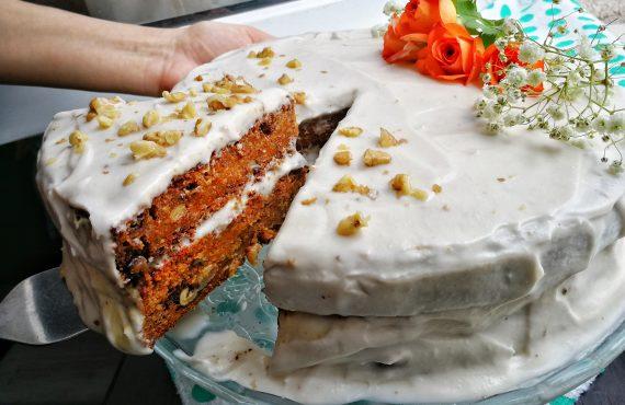 Tort de morcovi vegan și fără gluten